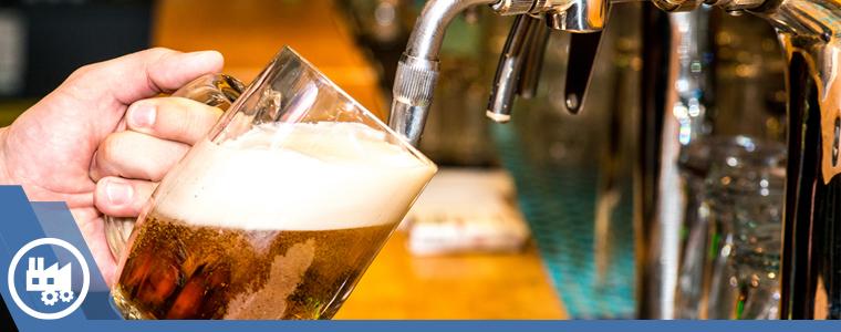 despachando cerveza en tarro